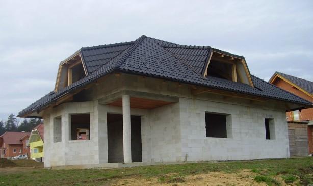 Hiša v tretji gradbeni fazi.