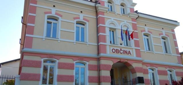 Prava fasada ohrani dostojanstvo starega objekta (Občina Miren).