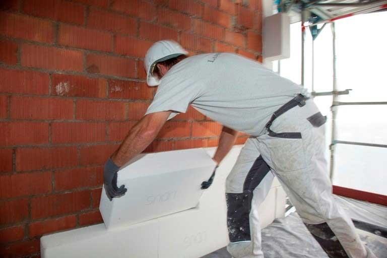 Foto 3: Namestitev plošče Multipor na fasado