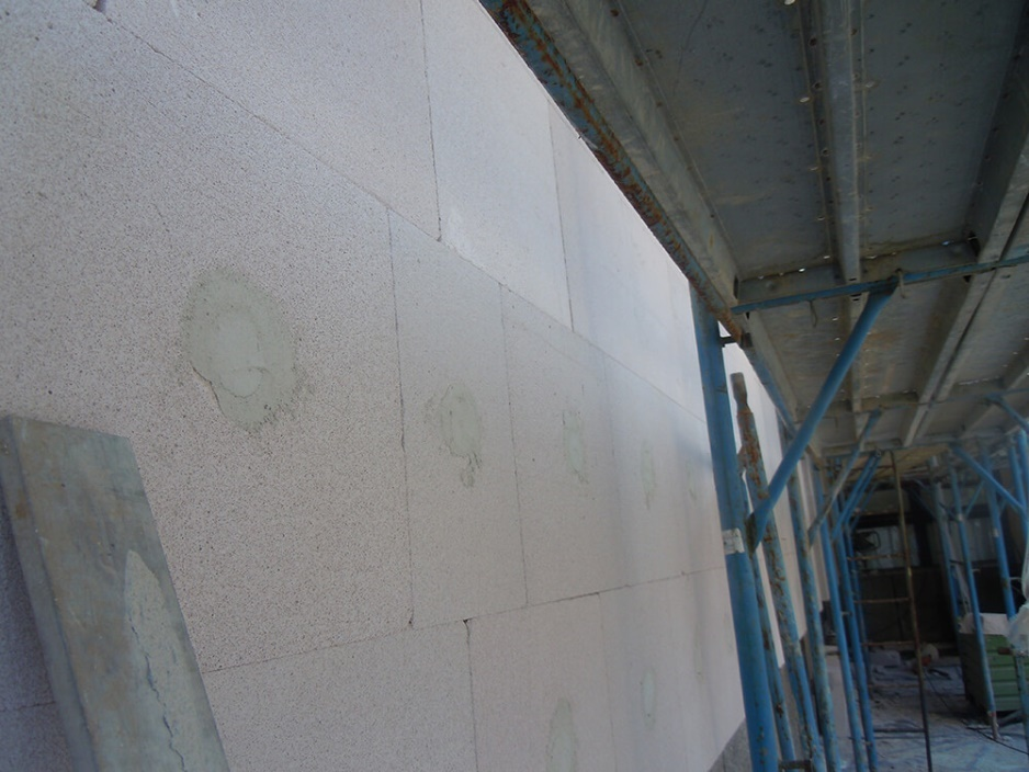 Foto 4: Fasada Multipor z vgrajenimi sidri